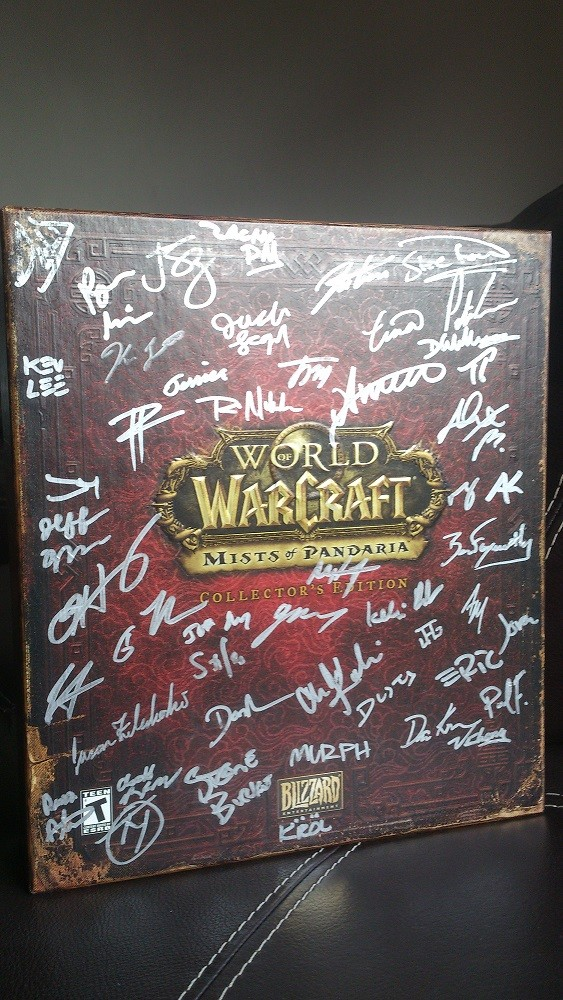 WoW MoP Signed Collectors Edition.THNX to Blizzard for this present!!! :)