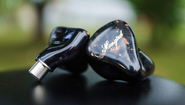 Revisión de IEM de Mangird Tea: ¡7 controladores por oído!