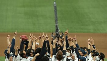 NCSoft-Owned Baseball Team Celebrates Championship With Lineage Sword